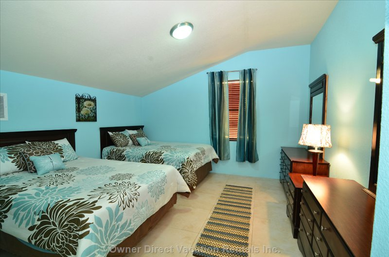 Upstairs Double Bedroom - Queen