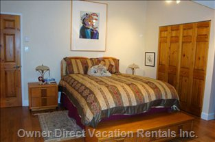 Master Bedroom -  Queen Size Bed, 2 Night Stands with Lamps,  Hardwood Floor, Clock Radio, 32&Quot;  Flat Screen TV, 2 Large Closets