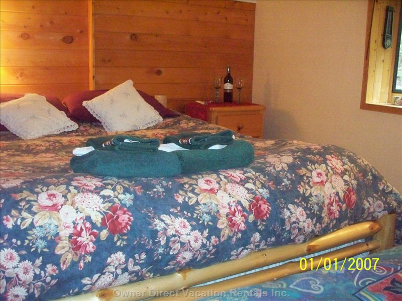 Have a Great Sleep Here in this Quiet Mountainside Queen and Single Bedroom