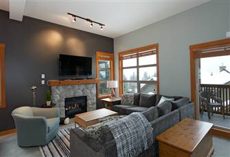 Beautifully Renovated, Fantastic Views Ski in/out 3 Beds - Mountain Star