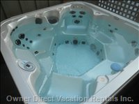Private Outdoor Hot Tub - Fits 5 to 6 People Nicely
