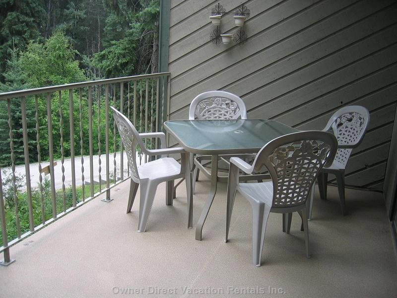 Main Sundeck - Patio Table and Barbque on this Level