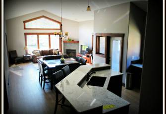 Prestige Family Home in Radium Hot Springs - Full Access to Private Recreation C