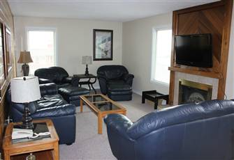 Awesome 3 Bedroom Condo in Village Centre - Sleeps 8