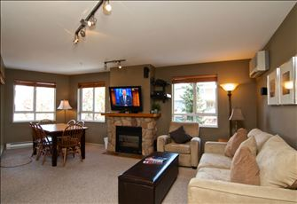 Deer Lodge - Top Floor - Village Location - Mountain Views