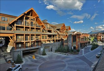 Stay Stylish at Canmore's Premier Condo Hotel