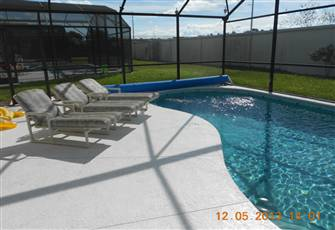 Sunny South Facing Property with Large Pool and Jacuzzi.