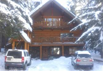Stunning, Log Chalet with Private Hot Tub. Walk to Lift and Ski out