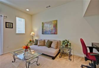 Great Mountain View Location, Close to Light Rail