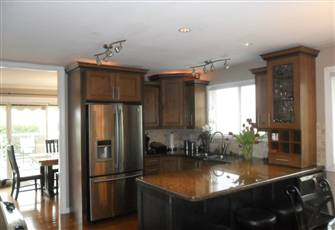 Fantastic City View ,Walking Distance to down Town and Knox  Mountain Park,