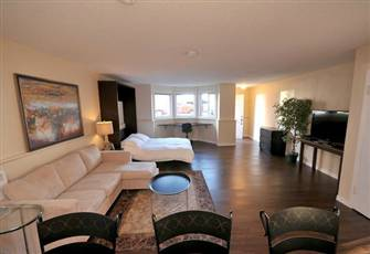 Renovated Oceanside Suite in James Bay