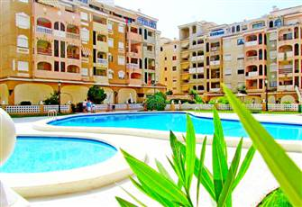 A Lovely Apartment with 2 Bedrooms, 2 Pools, Wi-Fi, Park with Lake