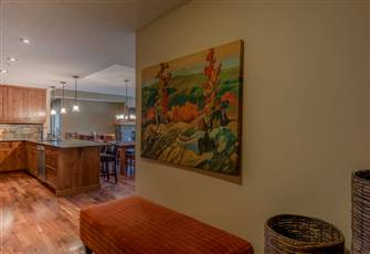 Upscale Comfortable & Spacious Three Bedroom Retreat