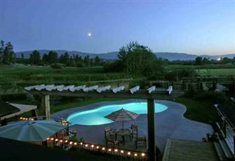 Equestrian Estate Pool Home - Escape to Paradise in the Heart of Kelowna