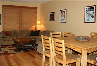 3 Bedroom plus Den Townhouse; Ski in/out; Private Hot Tub