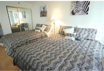 Waikiki Banyan Apt., Walk to the Beach, Free Wifi & Parking