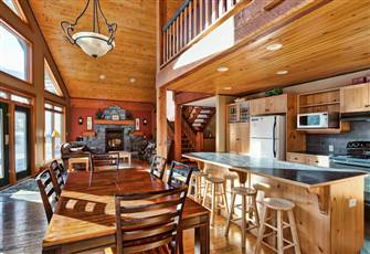 Perfect Vacation Rental Conveniently Located between Two Ski Lifts
