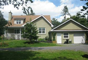 Gatineau Park Fully Furnished 5 Bedrooms 6 Queen Beds 2 Bathrooms Vacation House