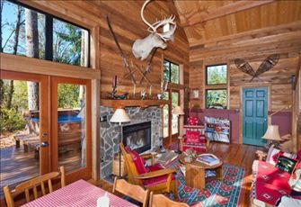 A Cozy Rustic Cabin with Modern Charm, Now with Wifi!