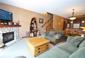 2 Bedroom + Den Luxury Condo, Sleeps 8, Private Hot Tub