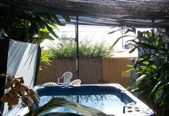 Pet Friendly Beach Cottage with Private Fenced in Yard & Jacuzzi / Spa