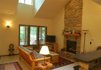 Cedar and Log Cabin. Sleeps 4 - Close to Skiing and Hiking at Mt. Baker!