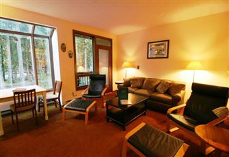 Ground Floor Condo - Sleeps 4 - Close to Community Amenities. Now with Wifi!