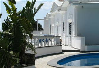Charming Villa with Sea View, Private Garden and Pool.