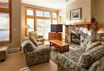 Four Bedroom Condo Just a Short Walk from Ski Lift and Golf Course