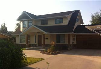 Gorgeous Family House with Pool and Spa Close to Okanagan Lake