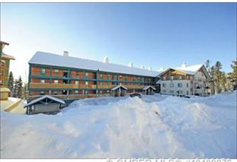 3 Bedroom and Den, Steps to Ski Run, Minutes to Village Center!