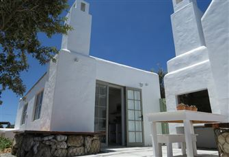 Kwathula Too Intimate White-Washed Seaside Cottage