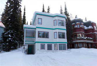 Fabulous Four Bedroom Home - Ski in/Ski out - 3 Minute Flat Walk to the Village