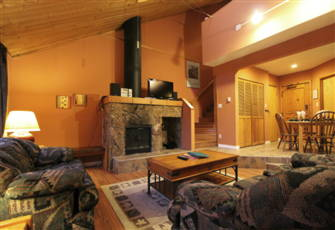 Rustic 1-Bedroom+Loft Village Condo ~ Only Steps from the Lifts!
