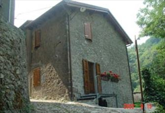 18th-Century Stone  House with 3 Floors in Apuane Park (Lucca,Tuscany) .