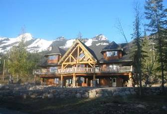 Luxury Boutique Mountain Lodge Next to the Gondola.