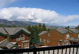 Fabulous Views Of The Columbia Valley From A Bright , Sunny Second Floor Condo