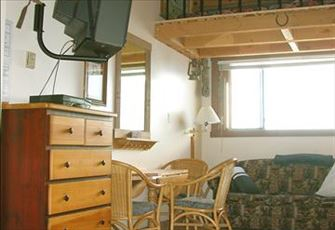 Shaw Direct Satellite TV... Excellent ski-in and ski-out ... 'Old West' Decor
