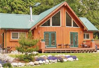 Private, Pet Friendly Cottage with Hot Tub and Nearby Lake Access
