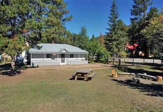 Affordable family-friendly cabin near the pristine Otter Lake.