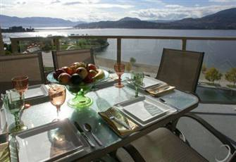 Luxurious Lakefront  Executive High Rise Condo in the Heart of Downtown Kelowna
