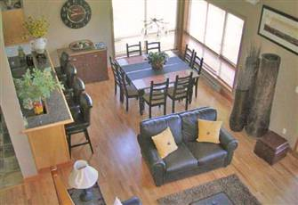 3 Bdrm Townhouse, Sleeps 8!