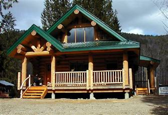 Custom Log Cottage; near River & Lake Activities, Hiking, Fishing and Golf