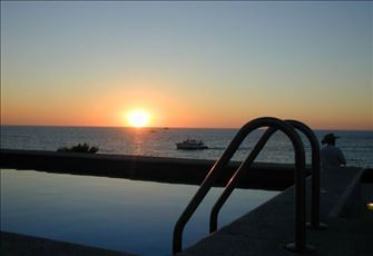 Centrally Located Condo/on the Malecon/3 Blocks from Zona Romantica
