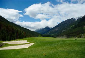 Three Bedroom Condo Offers Superb Golf and Ski Access for the Whole Family