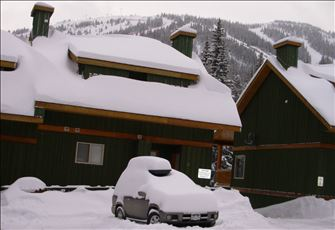 Modern, pine log frame, ski in ski out, two bedroom condo with private hot tub