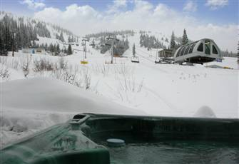 Beside Quad Chairlift | Heated Drying Room | Private Hot-Tub | Premium |