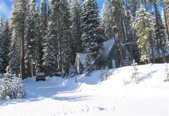 Inviting family owned ski cabin, great value, ski-in / ski-out, free internet