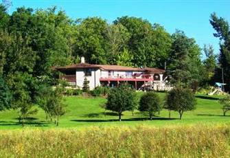 2 Bedroom Garden-Level Guest Suite on Hobby Farm in Southern Ontario, Pool