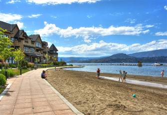 Kelowna Lakeshore Living Located Withinn 10 Min  Walk of 3 Top Resturants